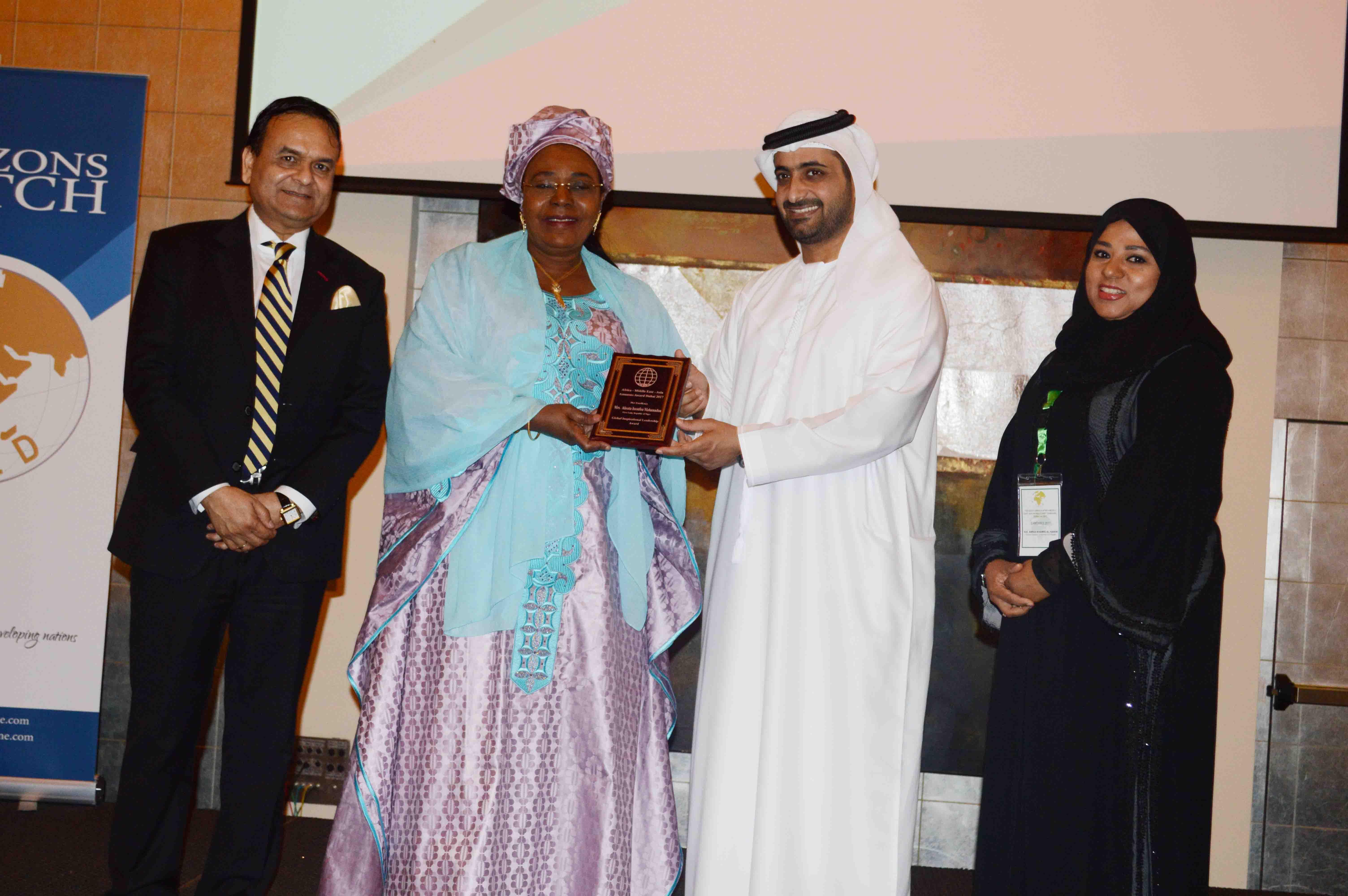 H.E. Aissata Mohammadu Issoufou receiving CELD's Global Female Inspirational Leadership Award during SAMEAWS 2017